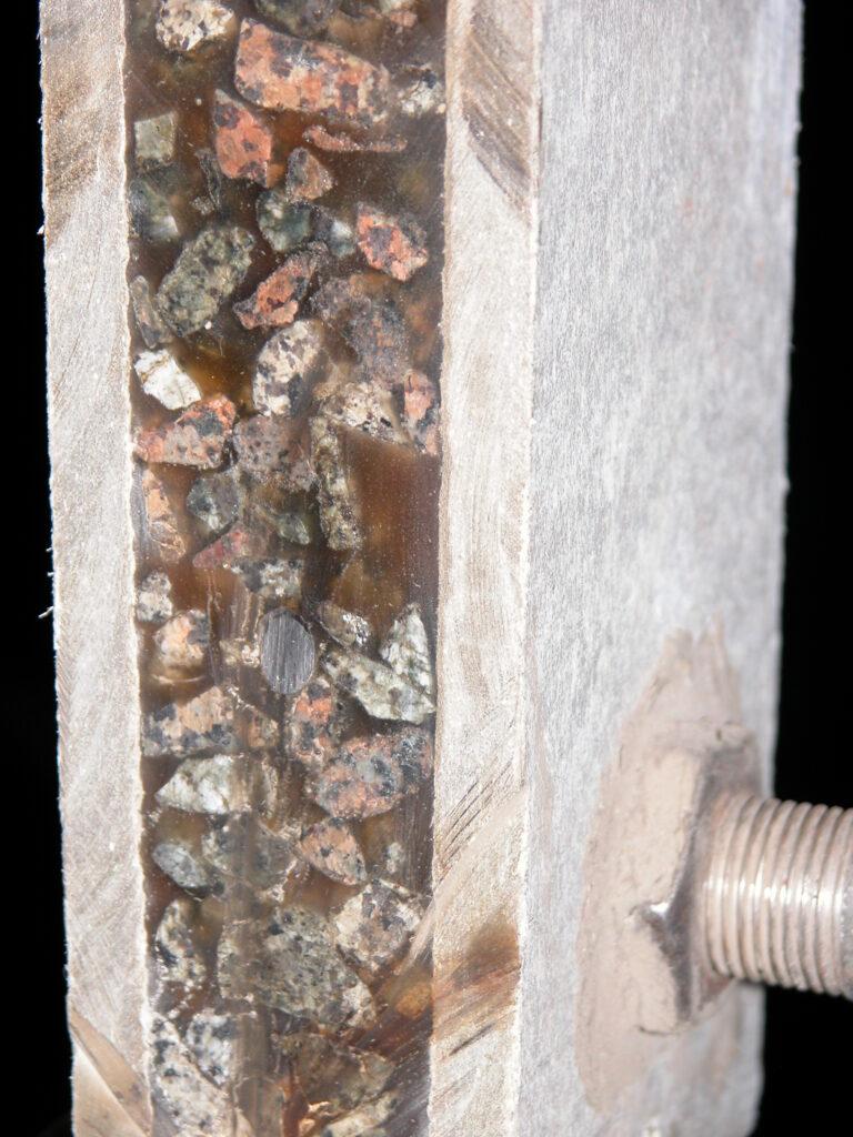 Эпоксидный двухкомпонентный клей для скрепления различных поверхностей